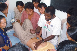 The Malian doctor who practices traditional Chinese medicine