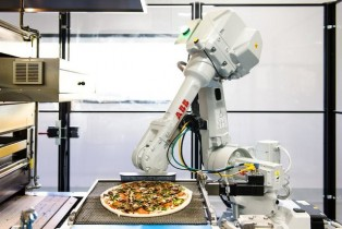 Silicon Valley startup uses robots to cook pizza pies