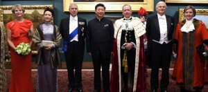Chinese President Xi Jinping (C) and his wife Peng Liyuan (2nd L) pose for a group photo with guests at the Guildhall in London, Britain, Oct. 21, 2015. Xi delivered a speech at a dinner hosted by the Lord Mayor of the City of London at the Guildhall on Oct. 21, 2015.