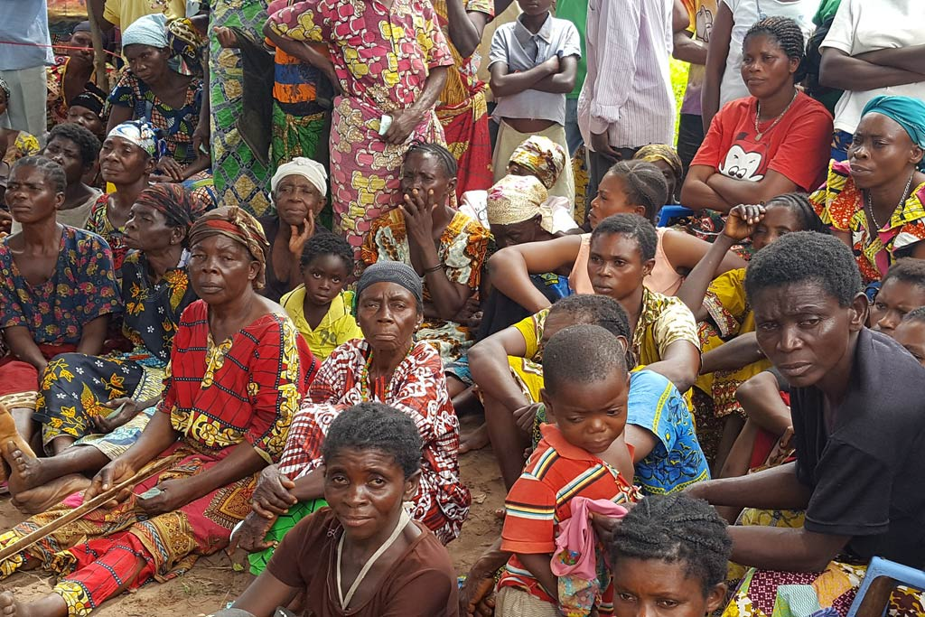 Conditions are reported to be overcrowded along the DRC border in Angola, UNHCR reports that refugees are lacking proper shelter and are forced to stay in makeshift buildings. Image courtesy: U.N.