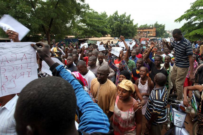 Unsettling Trend Thousands With Special >> Thousands March Against Referendum Extra Powers For Mali President
