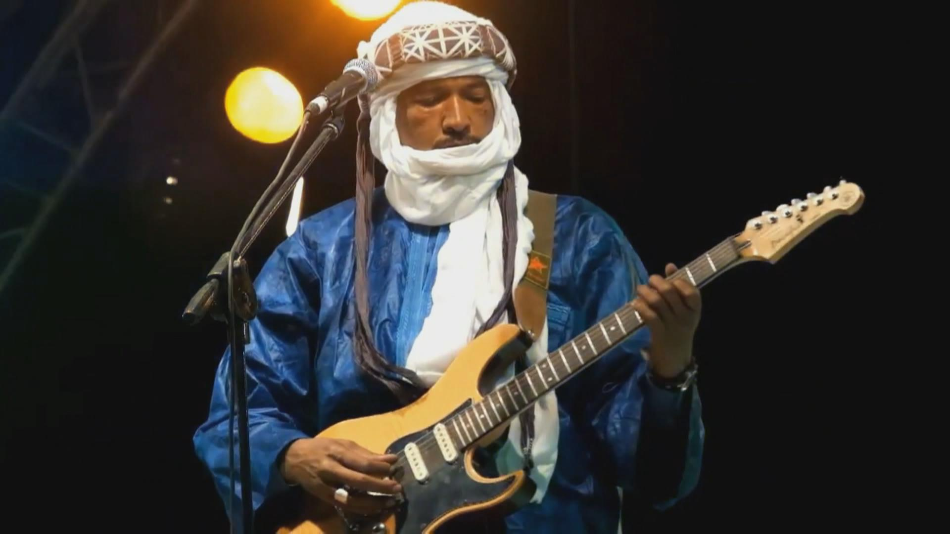 Ahmed Ag Kaedi, a Tuareg musician from Kidal, in Northern Mali. He quit military school in Libya and started playing guitar.