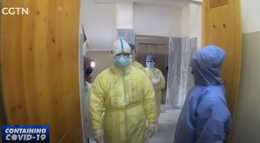 Chinese medical team visits Algerian hospital fighting COVID-19